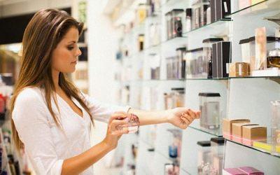 ¿Por qué una fragancia huele diferente cuando la pruebo en casa o en una perfumería?